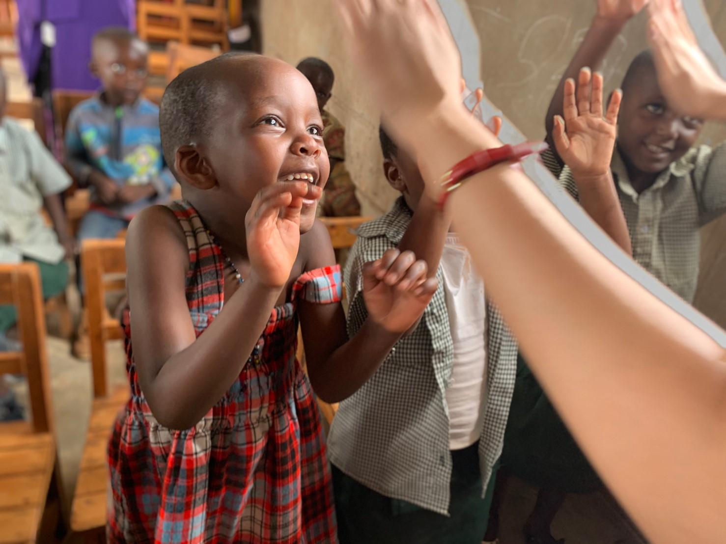 スラムの学校で、ミキファニット出張教室@ルワンダ